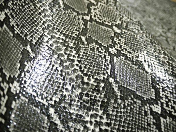画像1: ヘビ革 合皮レザー生地【メタリックパイソン グレー】 (1)